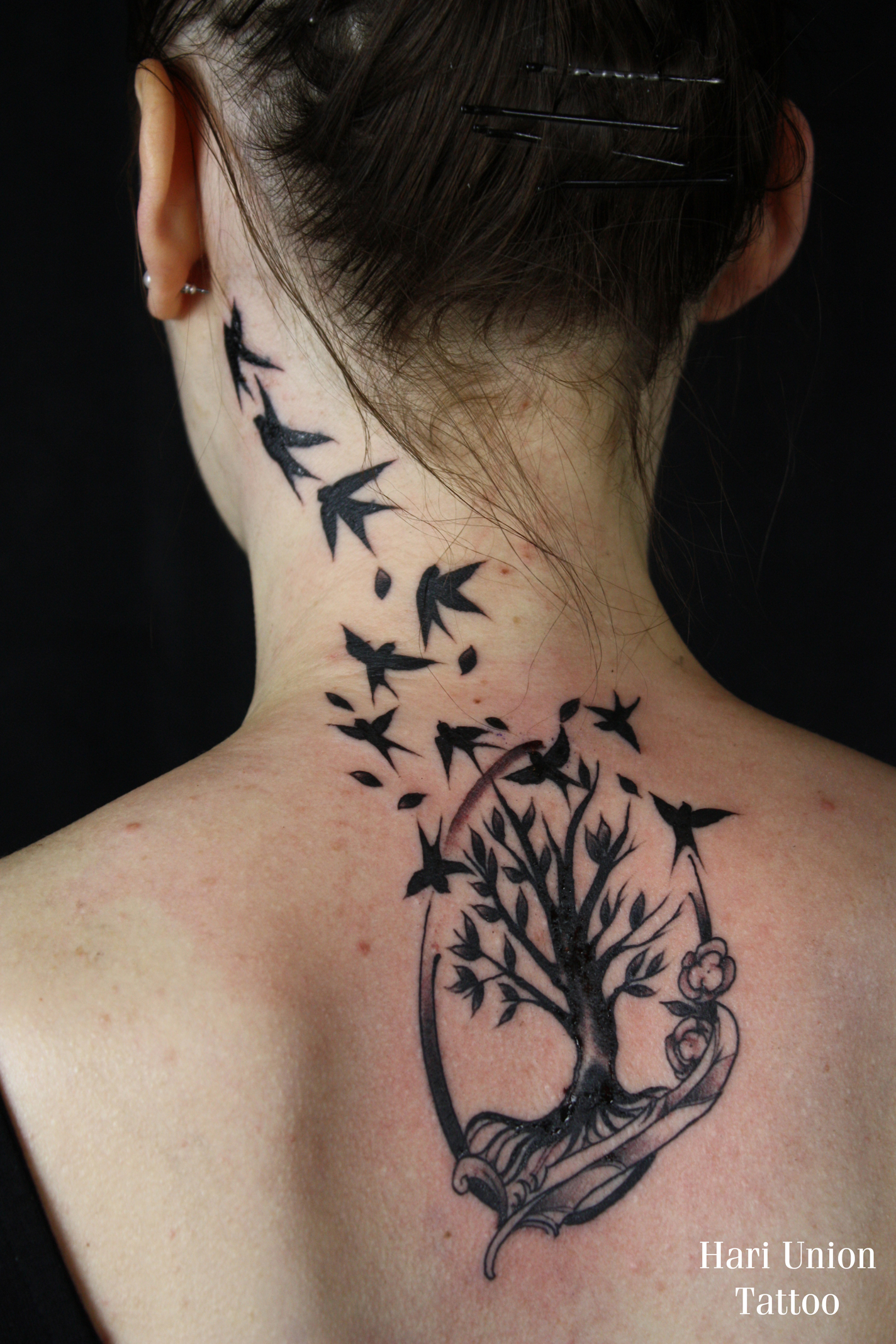 Elegant bird and tree design