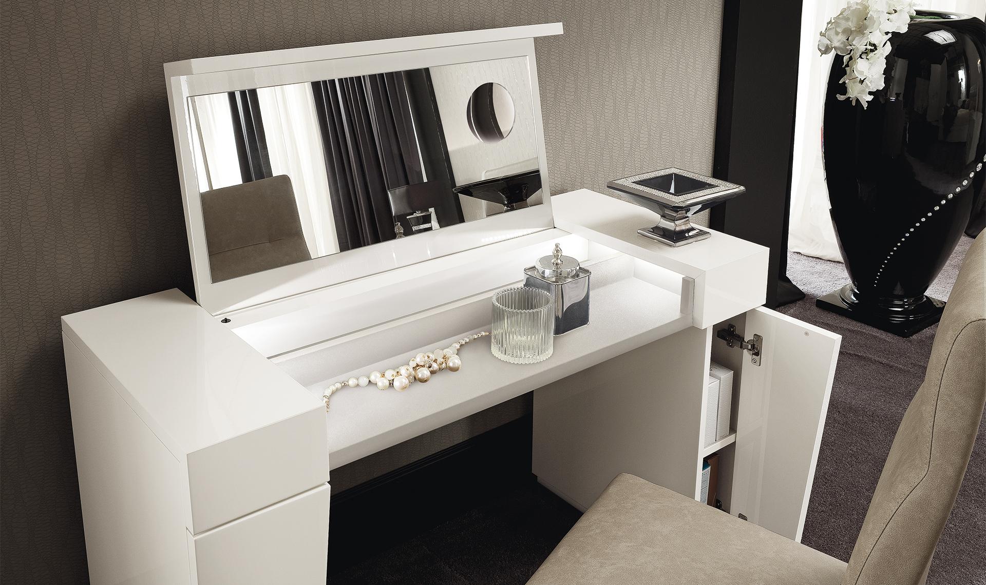 Canova Bedroom Vanity Details
