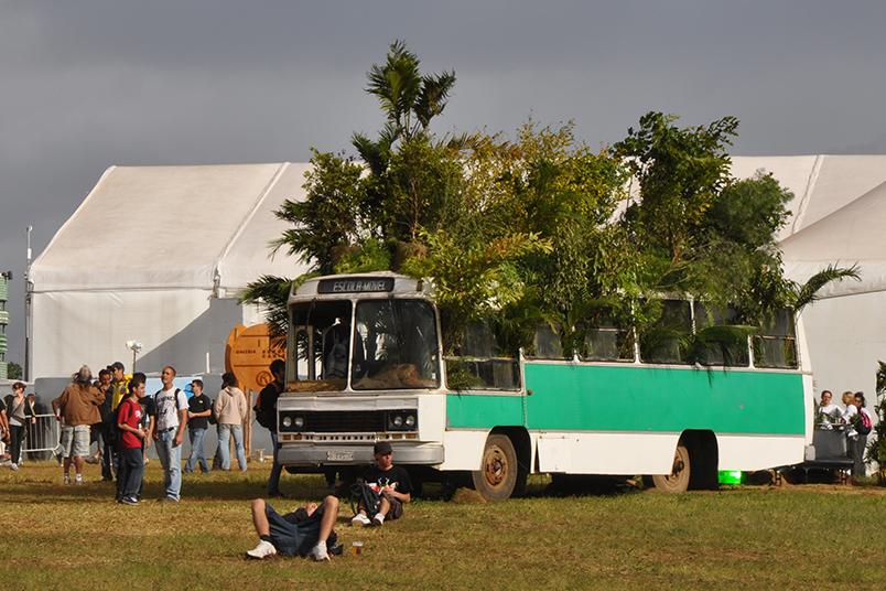 O festival SWU teve a participação da ATTACK no planejamento e produção das instalações artísticas.