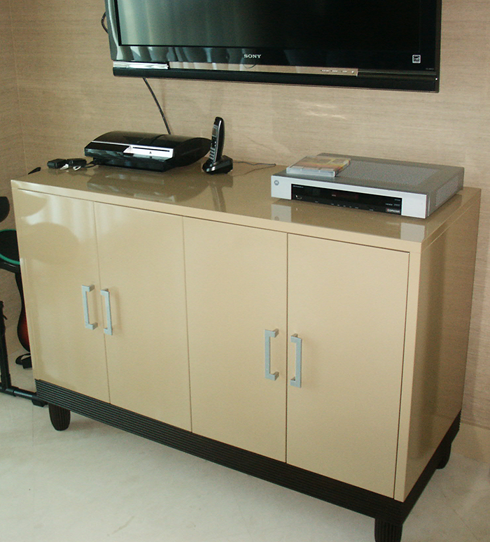 Glossy Lacquer Media Unit with Matching End Tables and Reeded Oak Legs