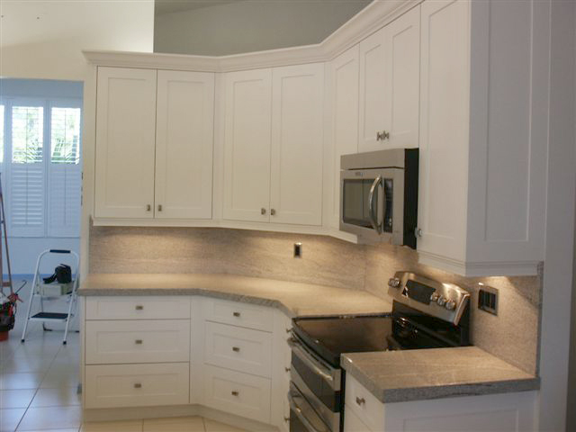 White Lacquer Shaker Kitchen