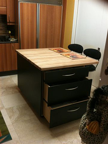 Black Lacquer/Butcher Block Island