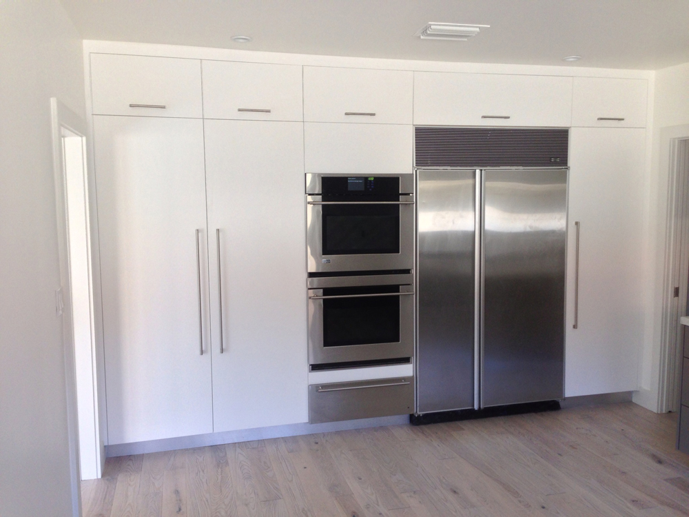 White and Grey Satin Lacquer Kitchen