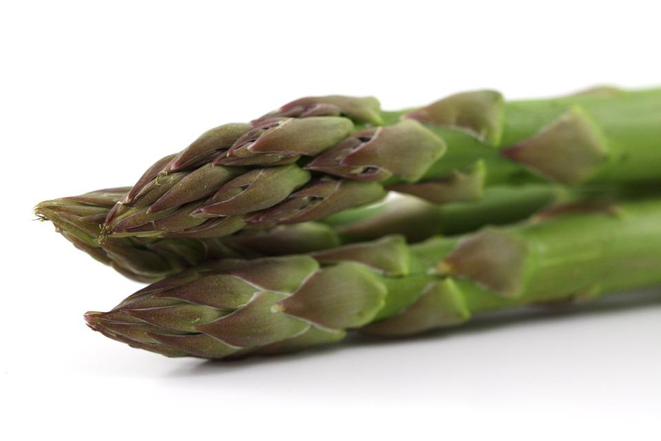 fresh produce: asparagus