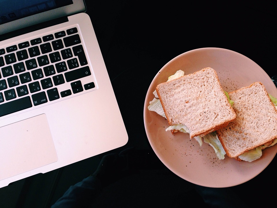23 Food Technology Startups that could change the world in 2016, cover photo - laptop and sandwich