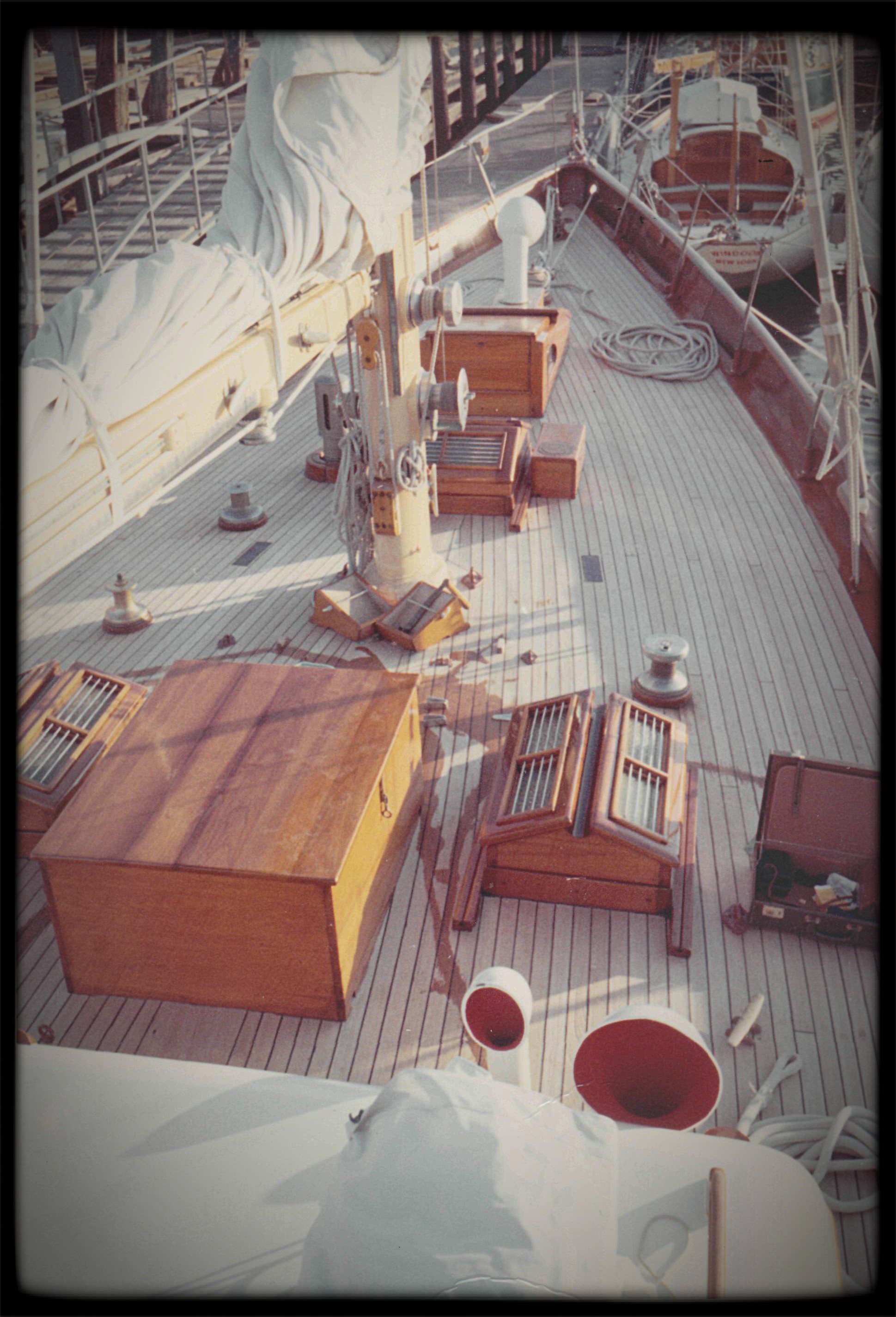 Photo of sailboat Windigo's forward deck area