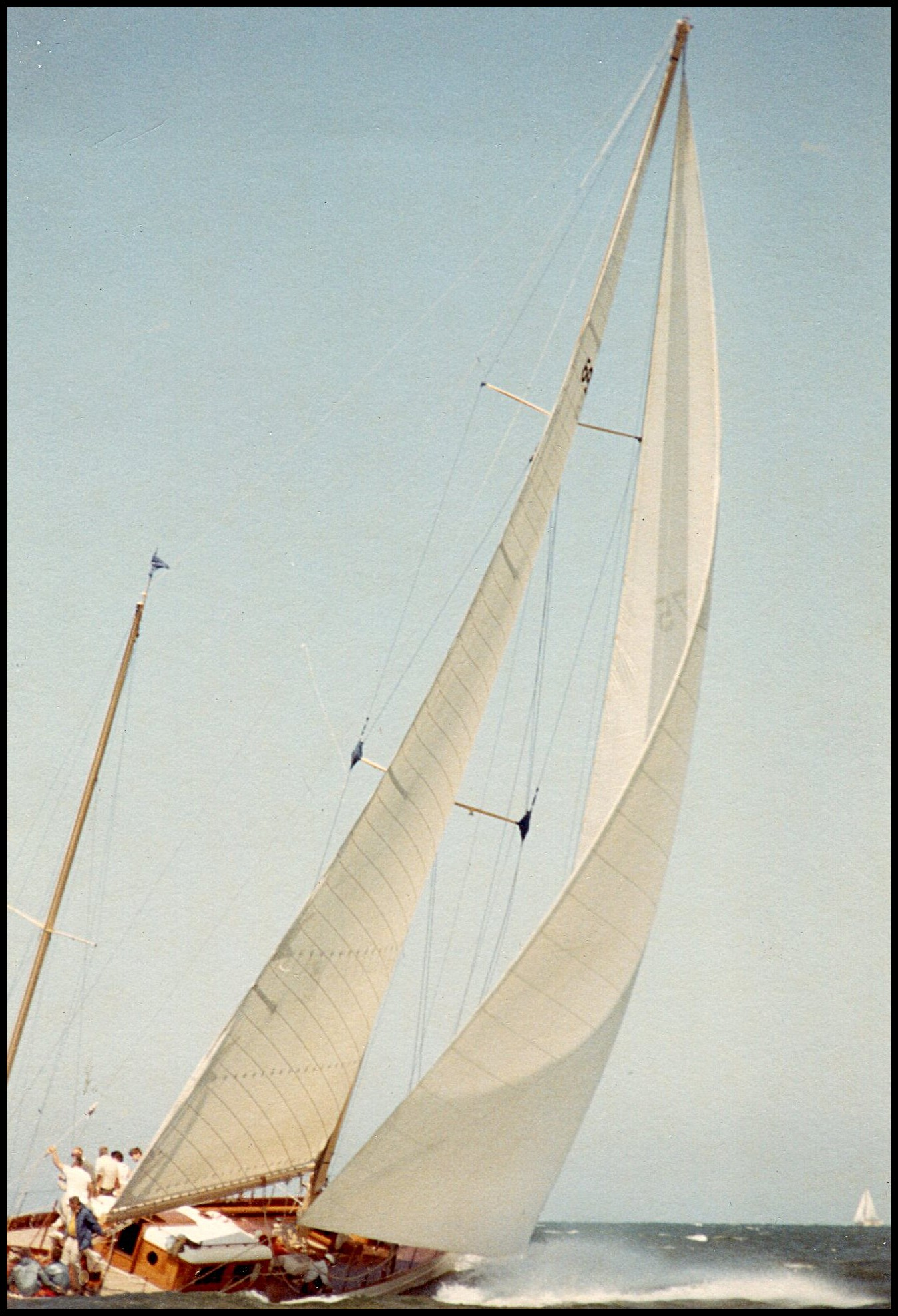 Photo of sailboat Windigo sailing fast Sept-1969