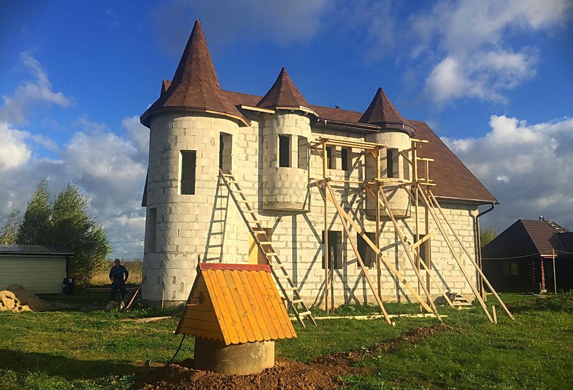 Винтовая бетонная лестница в замке