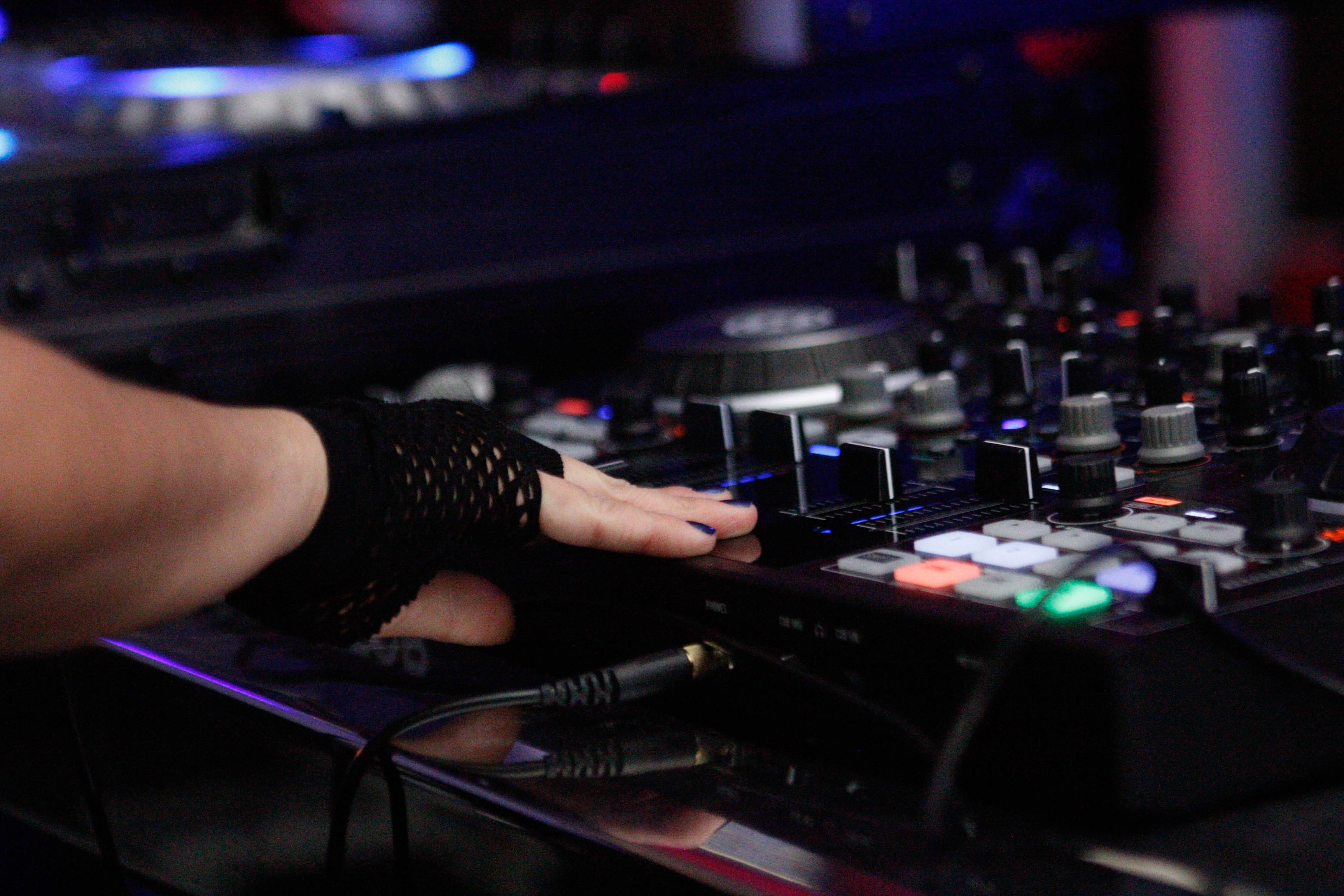 Do it to impress yourself kizuna everyone wants to be that cool guy on stage directing the party right what if you want to be a dj but youre shy should you still try to do it solutioingenieria Choice Image