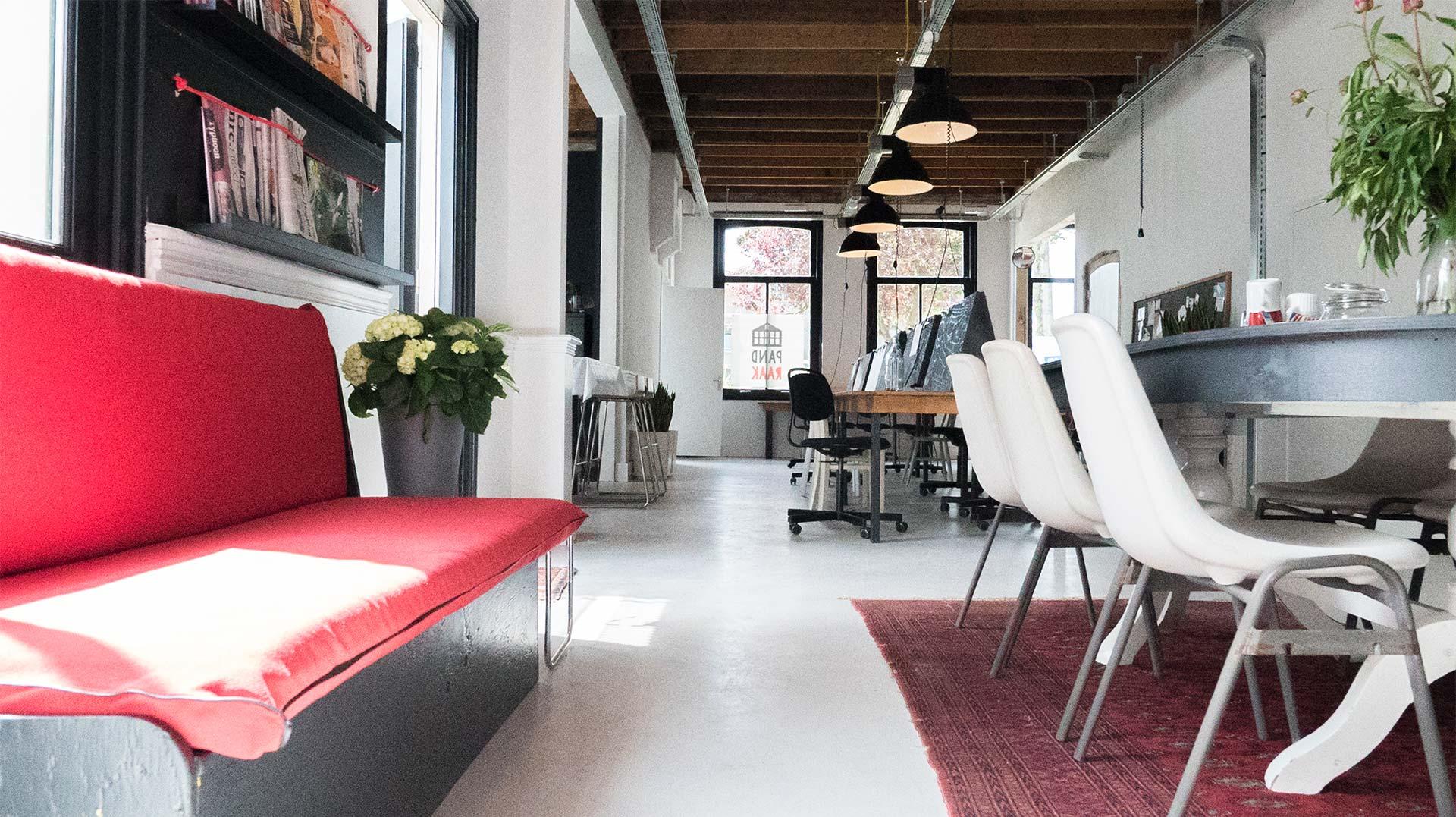 Flexwerken of een vergaderruimte huren in het centrum van Schagen? Het kan bij Pand Raak.