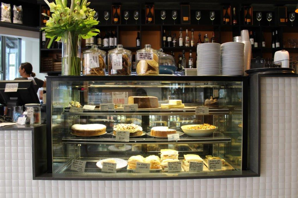 Flinderz cake display