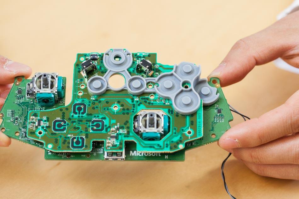 Xbox One controller button mechanics