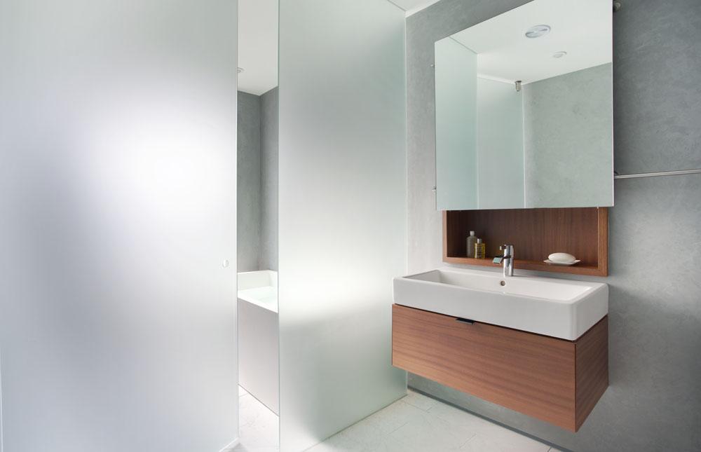 simple contemporary bathroom