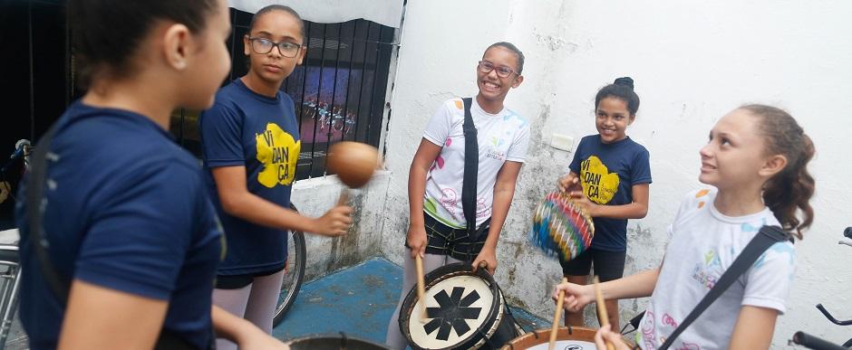 Vidança inicia formação de grupo percussivo feminino