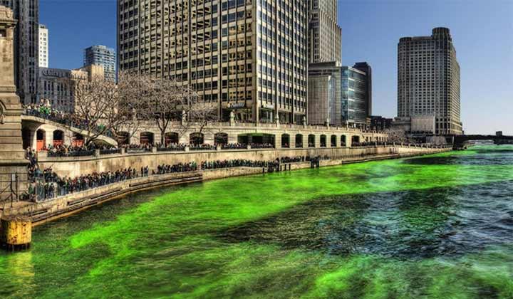 La rivière de Chicago colorée en vert pour la St Patrick