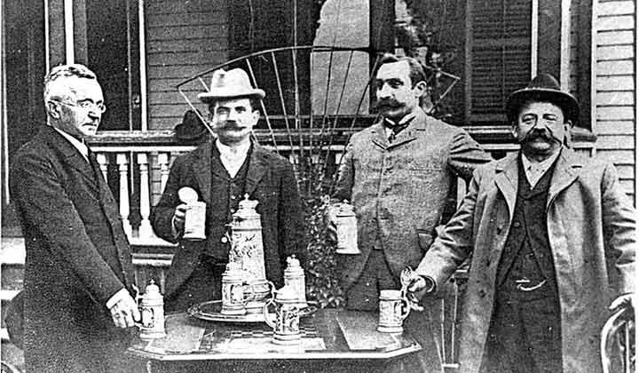 Famille américaine devant sa brasserie