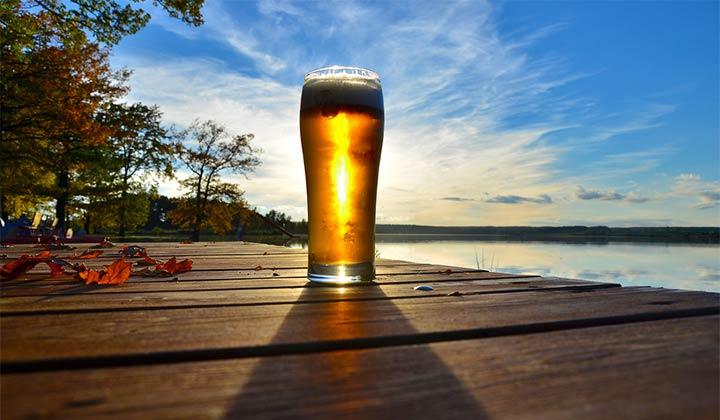 Verre de bière session en pleine nature
