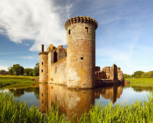 Tour castles and more on a guided Scottish Tour