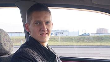 Инструктор и его учебный автомобиль ул. Семашко автошкола Близкое расстояние