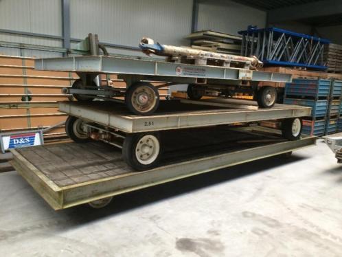Industrie trailers gestuurd, zwaar transport achter heftruck