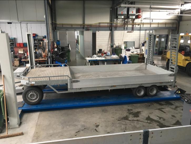 Hapert schamelwagen 3assen semi dieplader machinetransporter