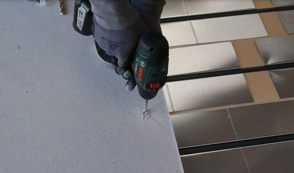 perçage chape sèche plancher chauffant Caleodur