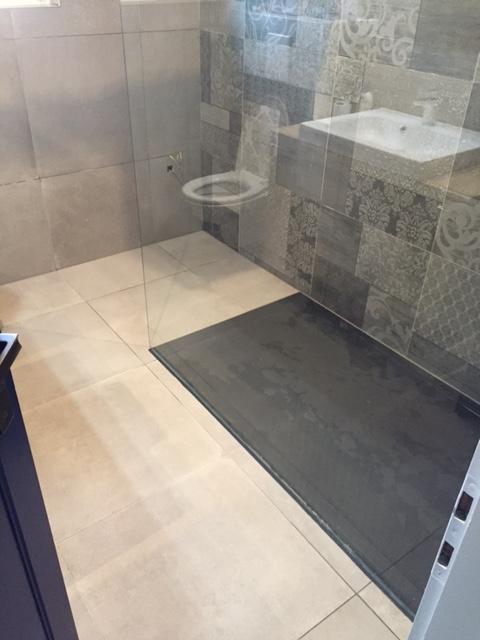 Finition salle de bains sur plancher chauffant à Montreux - Clarens