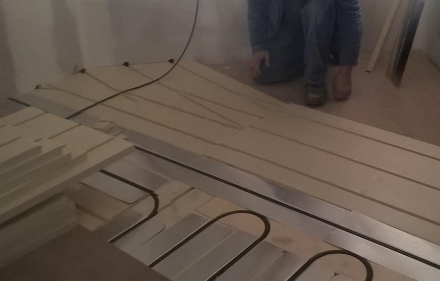 Début pose plancher chauffant 42220 Bourg-Argental