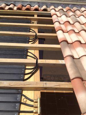 Montage tuiles solaires pour chauffage solaire piscine