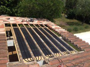 Montage tuiles solaires Caleosoleil pour chauffage solaire piscine