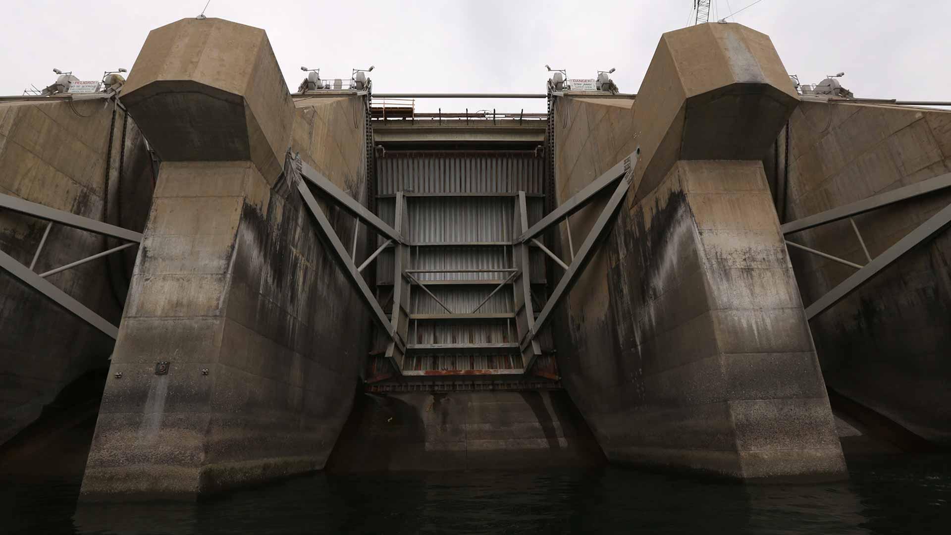 Radial gates at Wanapum Dam