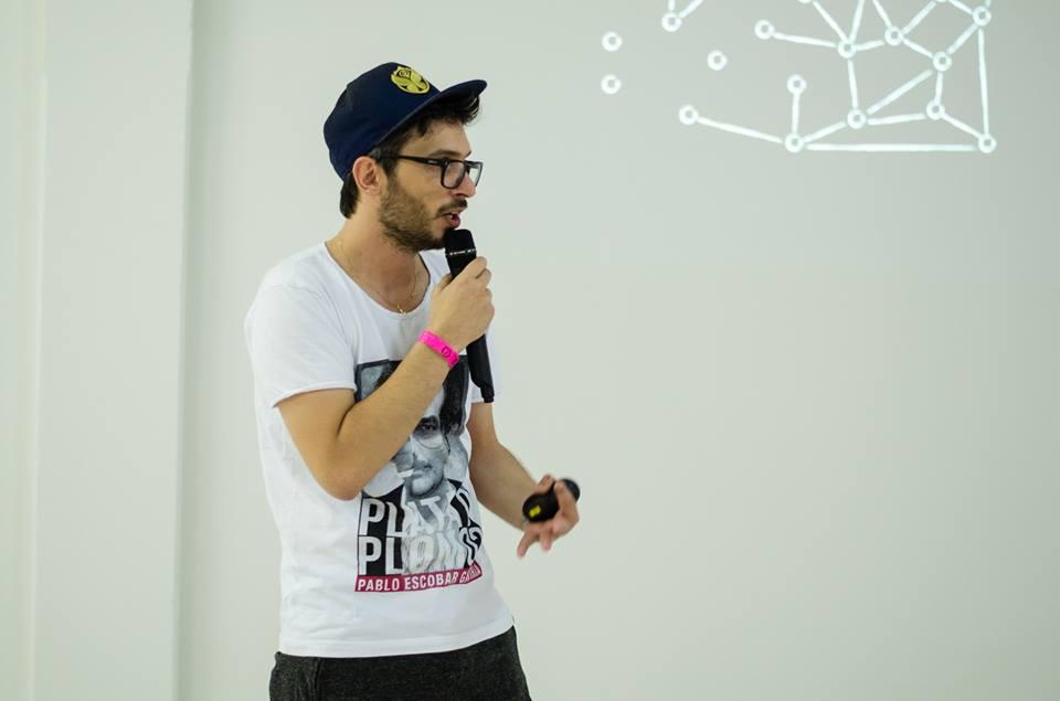 Entrevista com Ralph Peticov sobre o Hack Town, um de seus novos projetos.