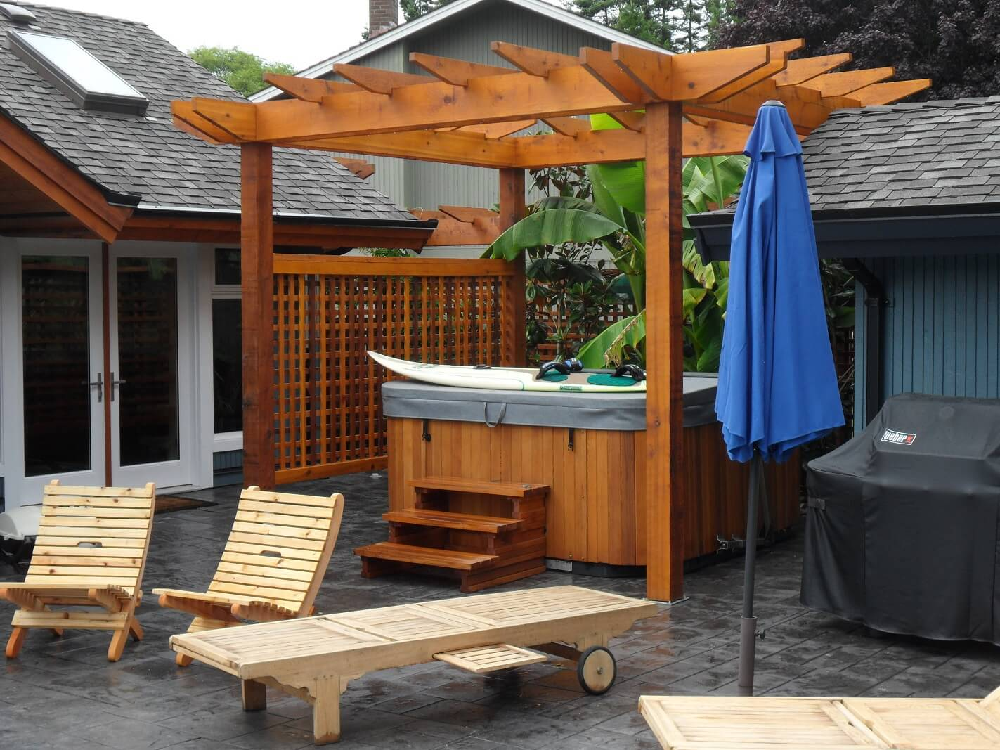 Cedar arbour and hot tub