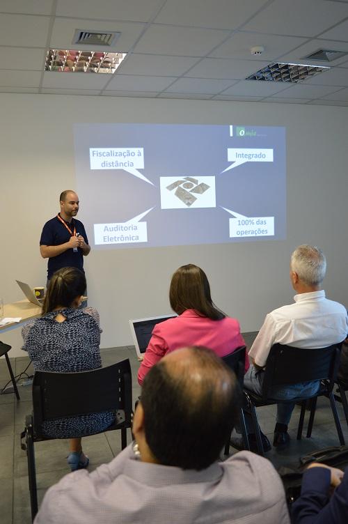 Rafael Olmos na palestra sobre Bloco K