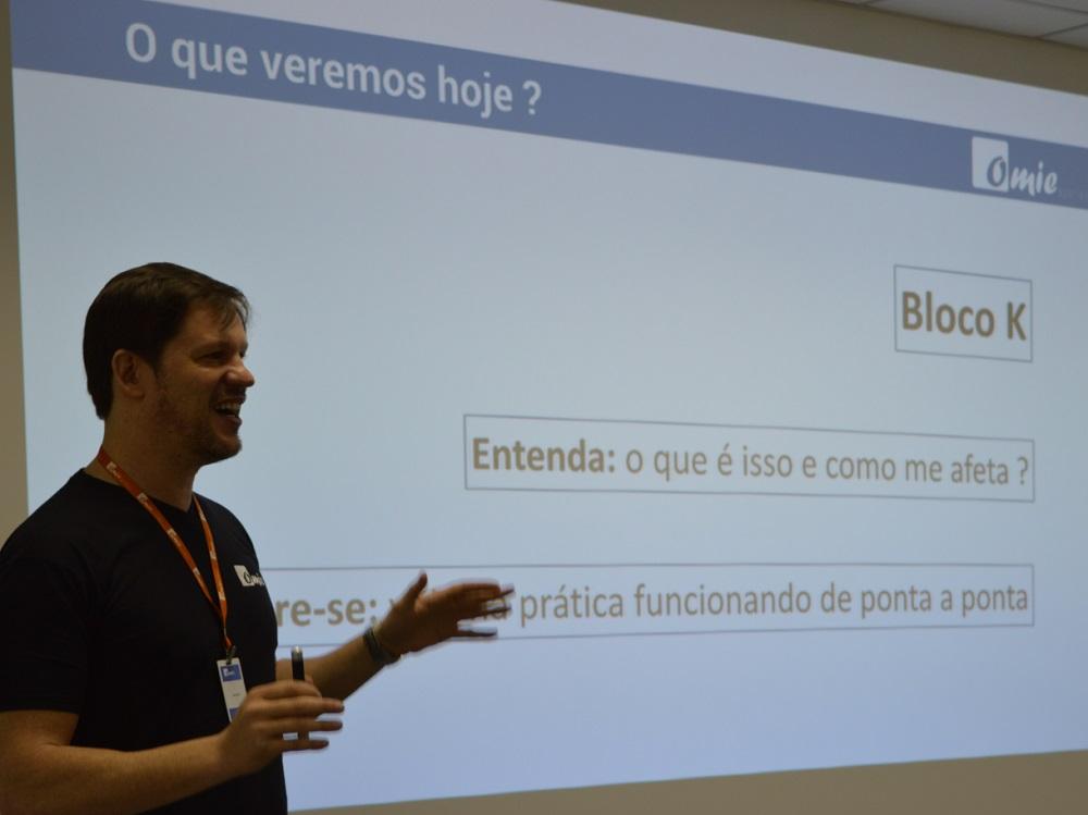 Marcelo Lombardo na palestra sobre Bloco K