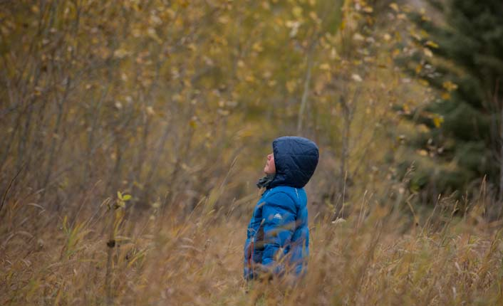 A young explorer at the Lincoln Community River Park. Photo by Chris Gibisch.