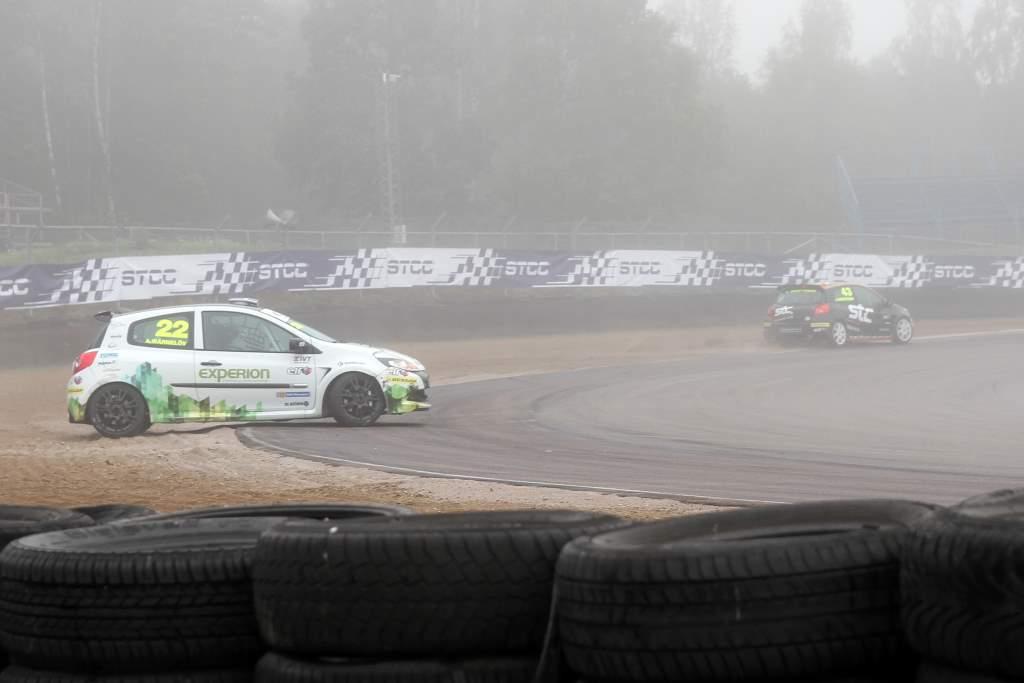 Avåkning av Albin Wärnelöv i sin racingbil