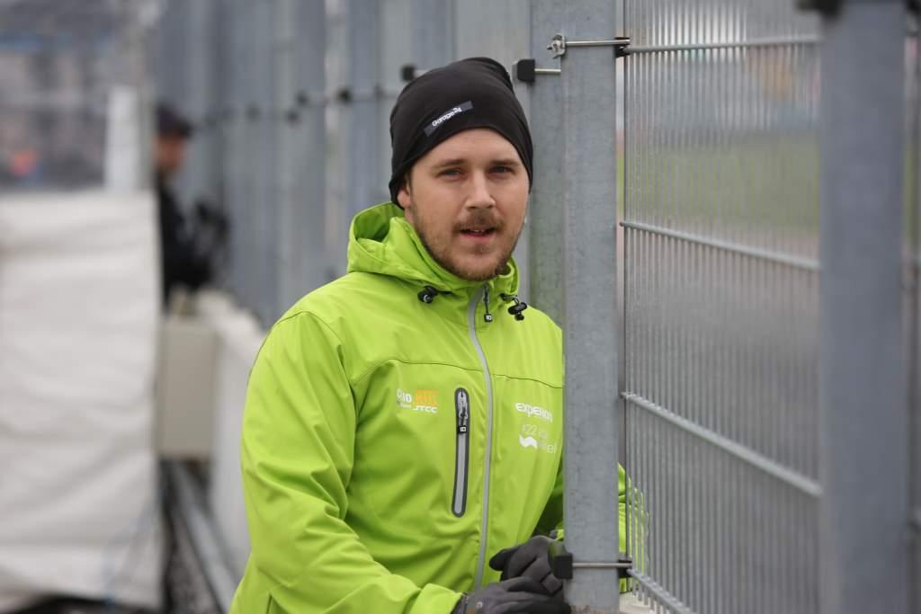Johan Wärnelöv i pit lane på Mantorp Park