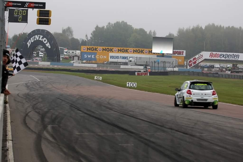 Albin Wärnelöv tog sin första andraplats i Clio Cup på Mantorp Park 2014