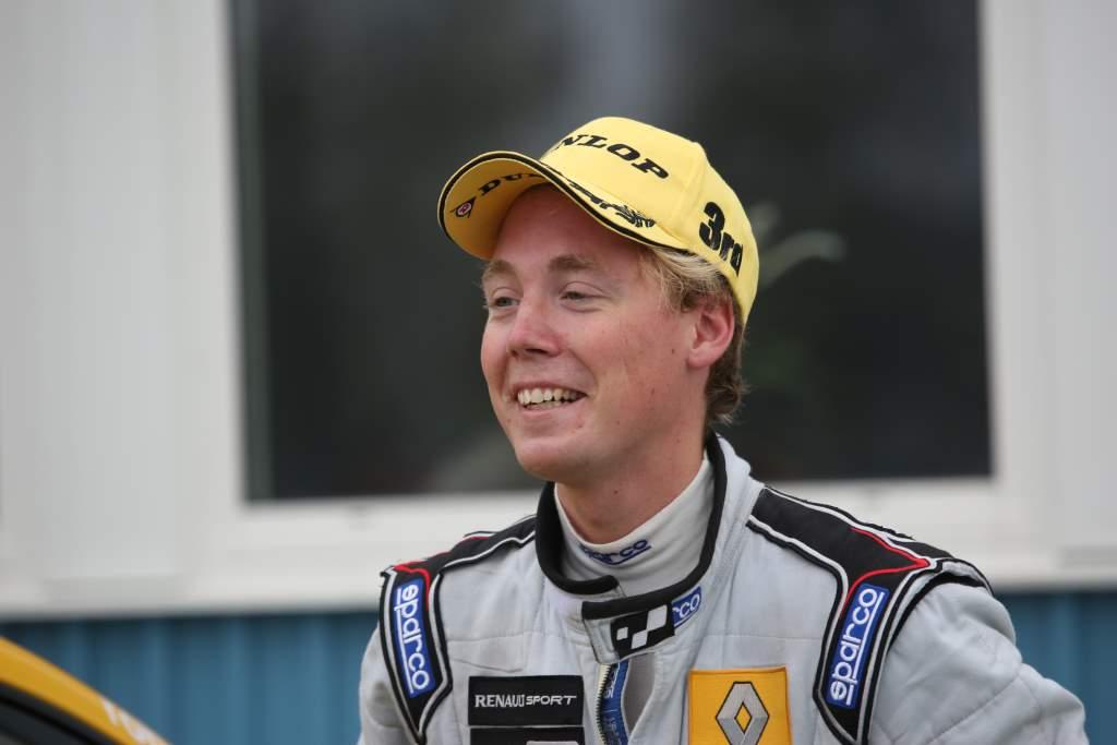 En glad Albin efter sin första andraplats i Clio Cup racing
