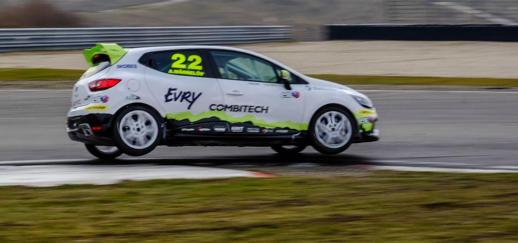 Albin testar på Zandvroot racing bana