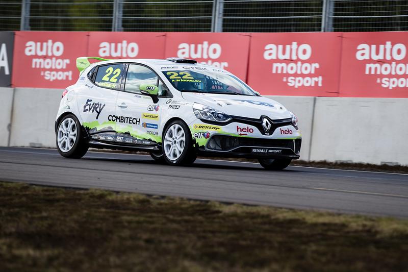 Albin med Experion Racing Teams Clio Cup racingbil
