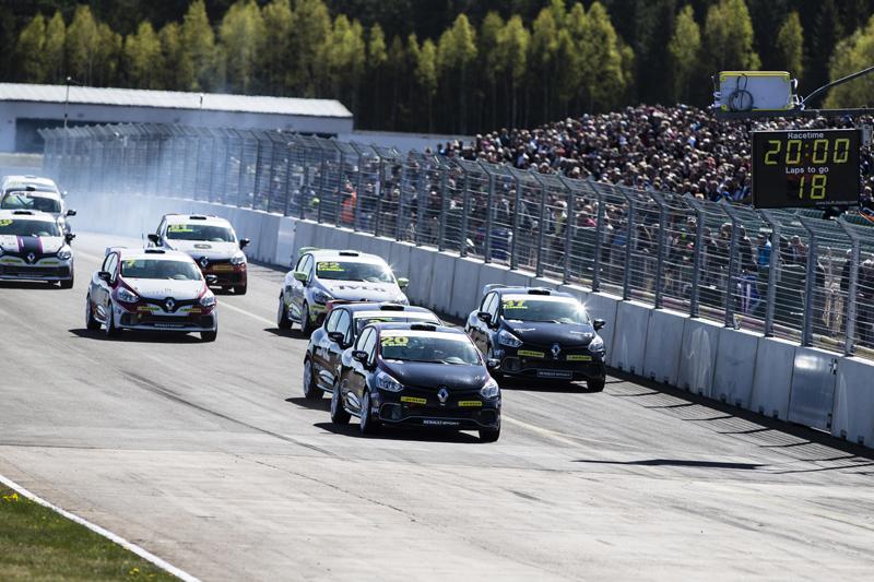 Starten i Clio Cup racing i Skövde