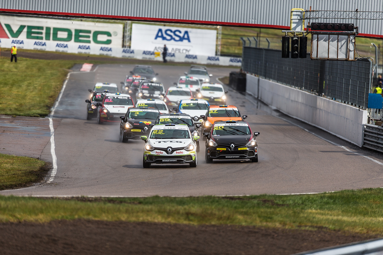 Albin tog pole position i Clio Cup racing på Anderstorp race way