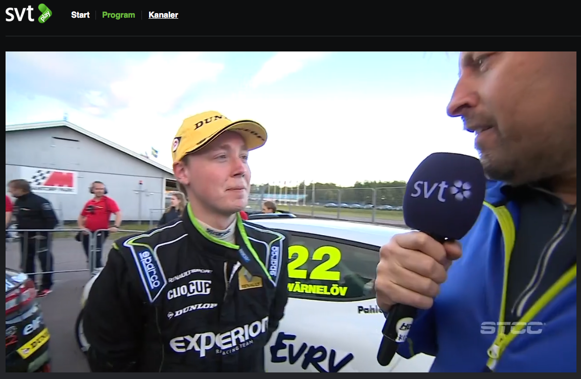 Albin Wärnelöv intervjuas av SVT för Clio Cup racing
