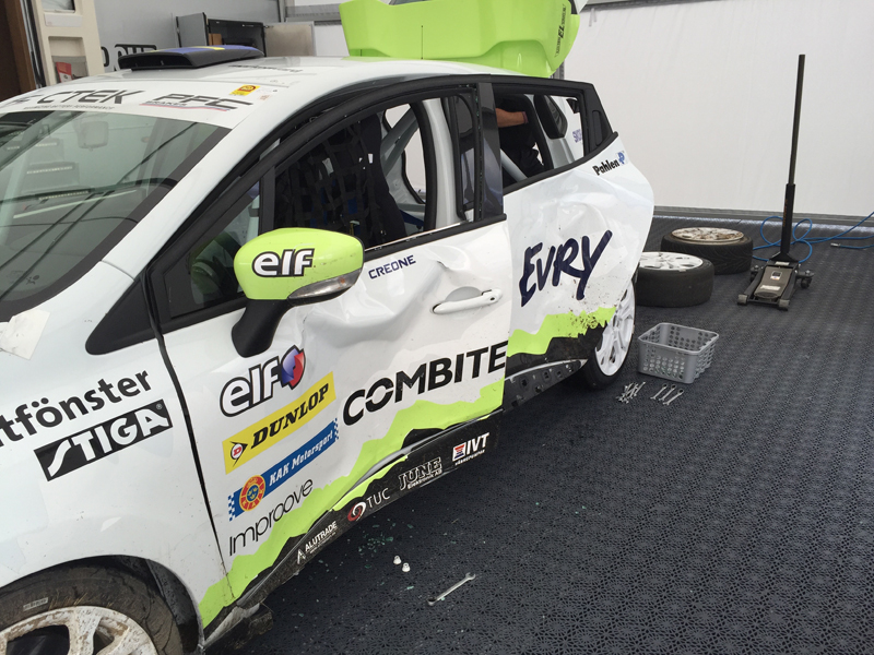Experion Racing Teams kraschade Clio Cup racing bil.