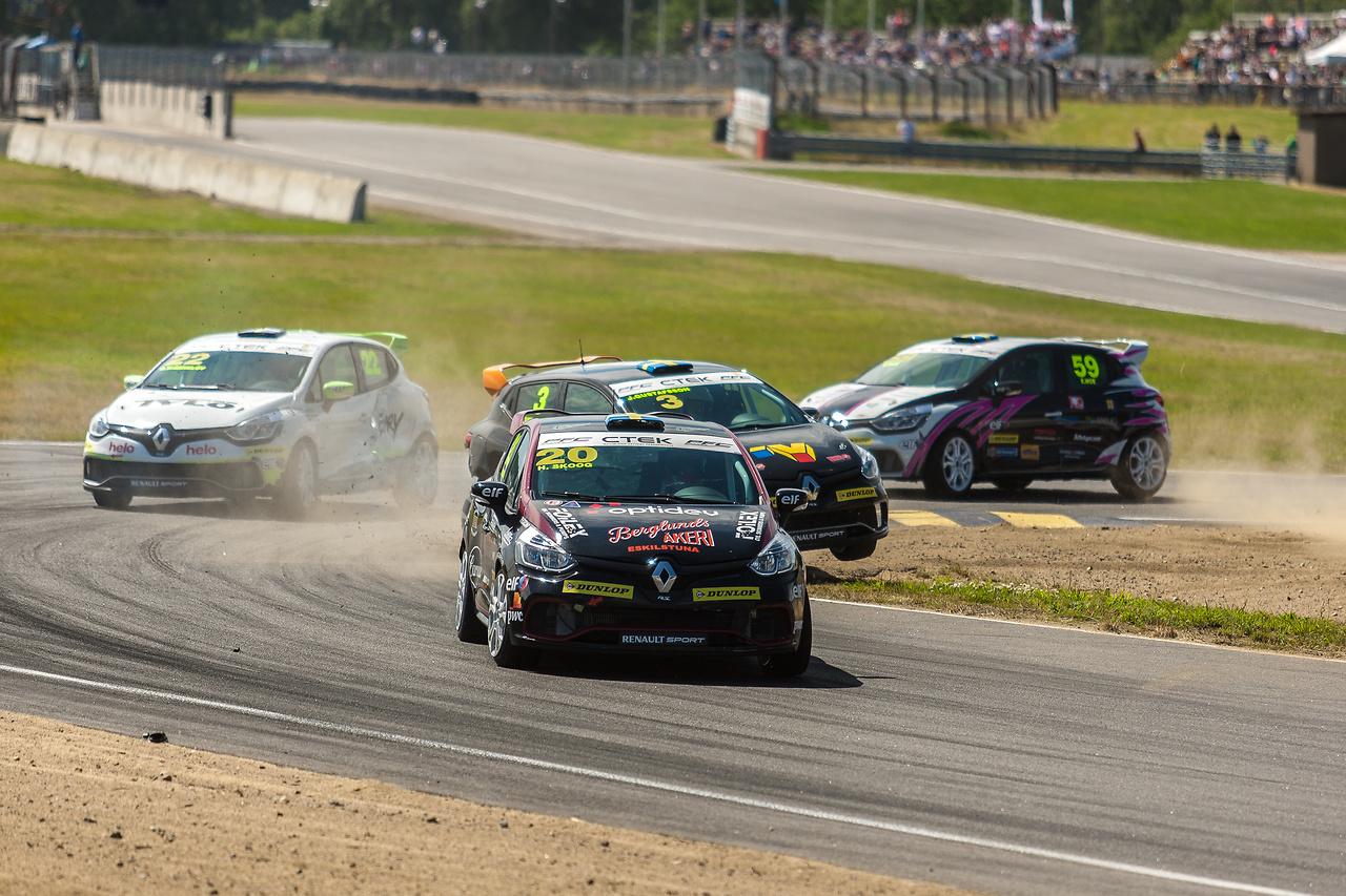 Tuff startkurva för Clio Cup racing