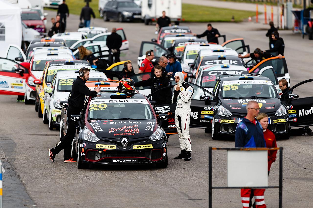 Line up i Kinnekulle för Clio Cup racing
