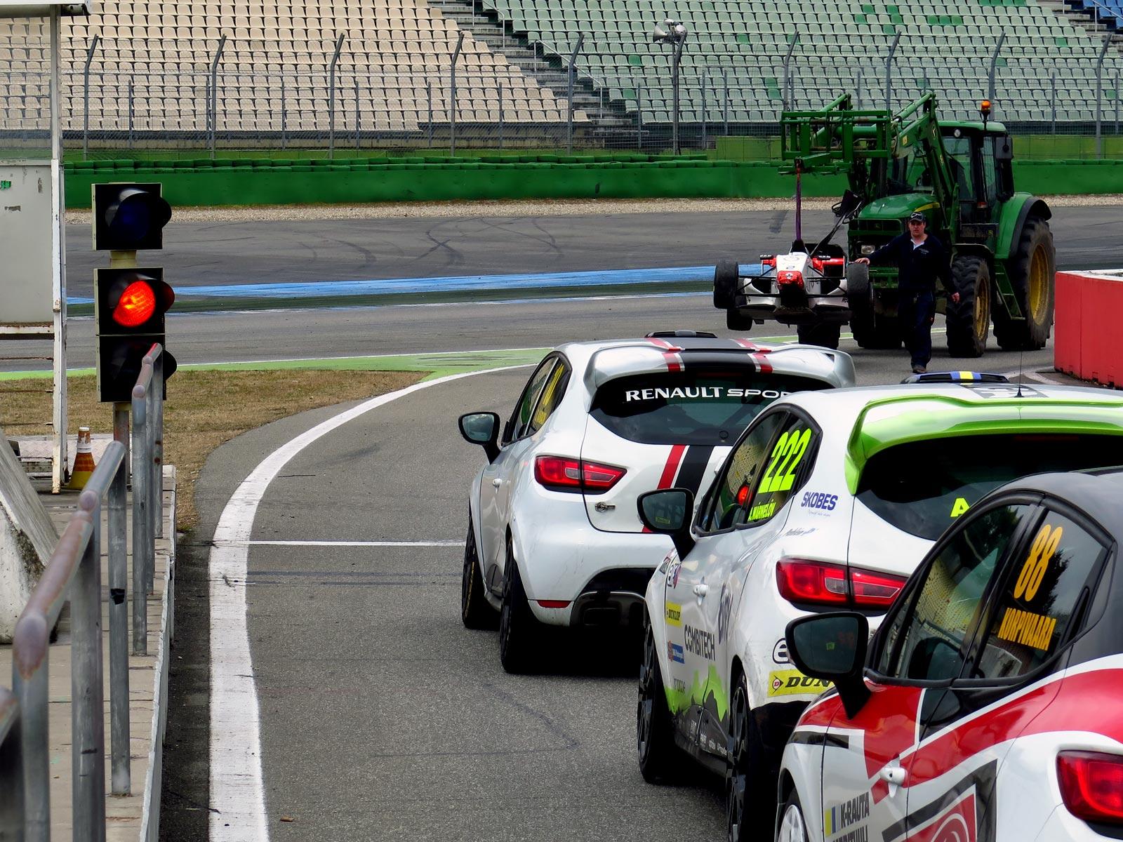 Experion Racing Team i pit lane på racingbana Hockenhiemring f