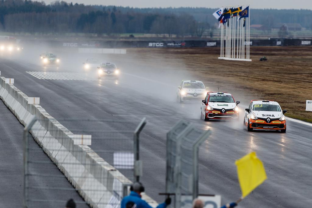Flygrakan på Skövde Airport i Clio Cup race ett